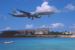 285ab - American Airlines Boeing 757-223; N633AA@SXM;07.03.2004 (Aero Icarus) Tags: avion plane aircraft flugzeug slidescan princessjulianainternationalairport saintmartin sxm