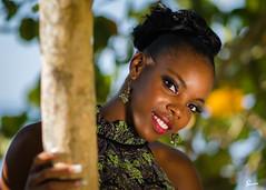 Denisa (01_0017) (ronnie.savoie) Tags: africanamerican black noir negra woman mujer chica muchacha girl pretty guapa lovely hermosa browneyes ojosnegros brownskin pielcanela portrait retrato model modelo modle smile sonrisa sandybay roatan roatn honduras hondurea catracha bayislands islasdelabaha diaspora africandiaspora