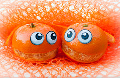 Arm in arm (glukorizon) Tags: orange net mandarine fruit mouth mond funny arm sneeuw number explore romantic mandarin oranje twee oog odc grappig romantisch mandarijn netje getal mandarineorange odc2 ourdailychallenge