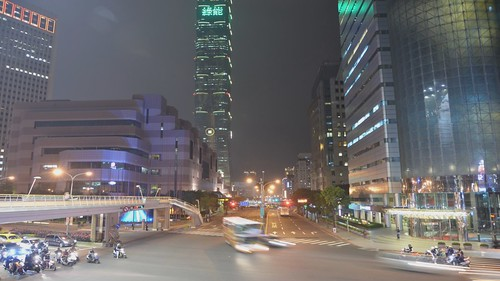 Traffic timelapse on Xinyi Road, Taipei