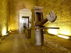 "Templo de Edfu • <a style=""font-size:0.8em;"" href=""http://www.flickr.com/photos/92957341@N07/8536205095/"" target=""_blank"">View on Flickr</a>"
