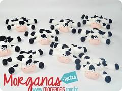 Vaquinhas (Andréia Morganas) Tags: party cake galinha biscuit festa aniversário pintinho fazenda galinhas fazendinha galinhadangola ovelha pintinhos toper portadoces