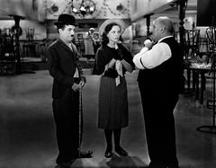Charlie Chaplin et Paulette Goddard au caf (Charlie Chaplin: du muet au parlant) Tags: film caf 1936 charlot cinma charliechaplin paulettegoddard photofilm tempsmodernes filmmuet dvdclassik