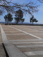 Avignon, Jardin du Rocher des Doms, mars 2013 (She.was) Tags: place jardin bleu avignon géométrie rocher ligne doms
