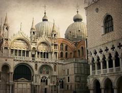 Venezia, la Basilica di San Marco e il Palazzo Ducale (Valerio_D) Tags: italy texture italia 1001nights venezia veneto 2008primavera 1001nightsmagiccity ruby10 ruby5 ruby15 ruby20 rubyfrontpage