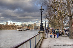 "Walking along the Thames in winter • <a style=""font-size:0.8em;"" href=""http://www.flickr.com/photos/45090765@N05/8616171705/"" target=""_blank"">View on Flickr</a>"