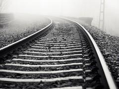 Camino a la nada (Riterv) Tags: fog country rails basque vasco niebla pais gujuli