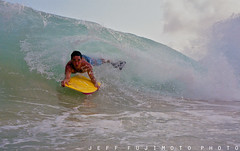 Twist-O-Flex Sponger (j . f o o j) Tags: hawaii oahu wave v expired sandybeach nikonos shorebreak bodyboarder fujifilmxtrasuperia400 jfooj