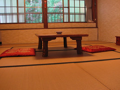 0882 Room for Meditation (mari-ten) Tags: building japan architecture interior koyasan tatami koya   kansai 2009 buddhisttemple wakayama eastasia  mountkoya   japanesearchitecture  fukuchiin  200910  20091031