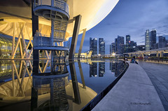 Cold Web (bing dun (nitewalk)) Tags: city sunset reflection architecture night singapore bluehour mbs asm tbd marinabay marinabaysands pentaxk5 artsciencemuseum tbdphotography tanbingdun