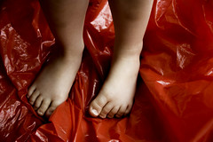Viewfinder-9 (sven.vansantvliet) Tags: rood red living room house huis kamer rouge habitation maison chambre bloem roos rose child feet voeten voet allstar converse campari glas verre glass nagel nagellak nail nailgel