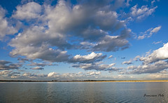 Luces y sombras en el horizonte (Fotgrafo-robby25) Tags: atardecerenelmarmenor fujifilmxt1 lopagnmurcia marmenor nubes salinasyarenalesdesanpedrodelpinatar