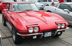 Corvette (Schwanzus_Longus) Tags: bremen german germany us usa america american old classic vintage car vehicle coupe coup sport sports chevy chevrolet corvette stingray sting ray