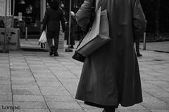 Ya est (Natalia Lozano) Tags: woman bn bw blancoynegro bnw warrington walker street england shop shopping