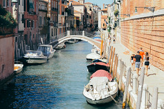 memories of a day. (Nicole Favero) Tags: lars venice place venezia love amore sempre sensazioni feelings mine cute awesome posti water italy italia forever sky blue boats sanmarco shopping tourists tour travel day nikon nikond5000 camera reflex nicolefavero
