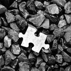 the missing piece (Stiller Beobachter) Tags: puzzle piece gravel