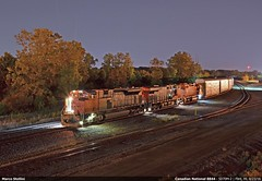 Canadian night... (Marco Stellini) Tags: canadian national railroad dti gtw great trunk michigan flint subdvision cargo automotive emd sd70m2