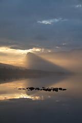 Jeg s en pilspiss -|- I saw an arrowhead (erlingsi) Tags: arrowhead pilspiss landscape morning morgen volda rotevatn hesthornet noreg norway lightplay light luz norwegen lake sunnmre mre
