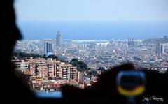 Sloigner de la ville pour en apprcier la beaut... (J@y C) Tags: barcelona city glass silhouette spain europe wine bcn espagne ville barcelone verre urbain jyc