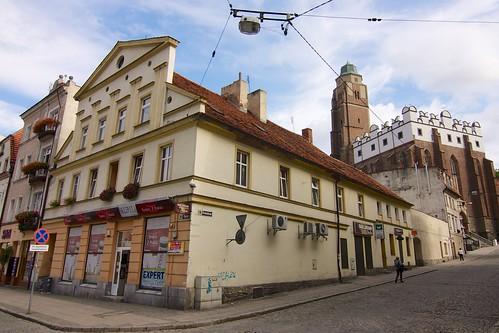 Kamienica (Rynek 18) i perspektywa ulicy Kościelnej w Paczkowie