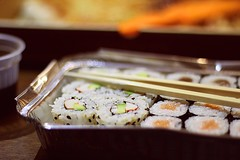 Hambre de sushi (Nana Campos) Tags: food sushi sashimi maki comida salmon eat romantic oriental eatting soja japones chinesse japoneses nori aguacate sushis am palillos japanesse