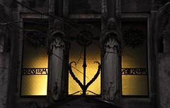 Cimitero Monumentale (ccr_358) Tags: italy milan cemetery graveyard statue dead death nikon italia milano statues graves lombardia tombs tombe cimitero monumentale mediolanum cimiteromonumentale famedio d5000 ccr358 nikond5000