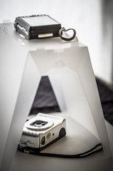 A review about the Steady Stand SS200 by Modahaus. (fernandoprats) Tags: mobile nikon portable review casio actionsampler gizmo gadgets lightbox prats accesorios resea cajadeluz fernandoprats ss200 exh10 modahaus steadystand basesoporte