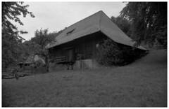 Bauernhaus 03 (Ralf Ehlers) Tags: deutschland nikon fuji 400 schwarzwald xtol f4s neopn epson1650 tamronb51spf3517mm