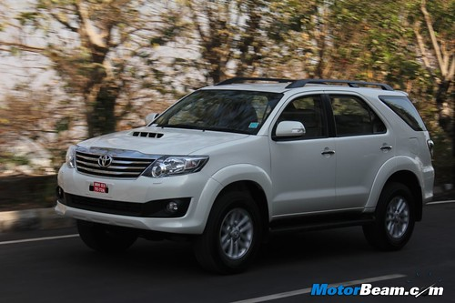 2013-Toyota-Fortuner-41