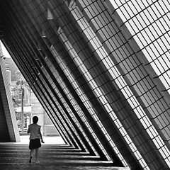 geometria incombente (* onda *) Tags: light bw girl shadows diagonal