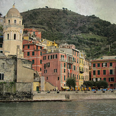 Cinque Terre: Vernazza (La Spezia), piazza Marconi (Valerio_D) Tags: italy texture italia liguria cinqueterre 1001nights vernazza nikonflickraward 1001nightsmagiccity ruby15 ruby20 rubyfrontpage 2013primavera