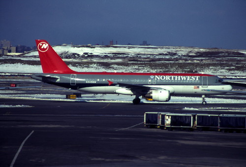 N349NW Airbus A320-231 Northwest Airlines (KLGA 1995-12-25) [sA1049]