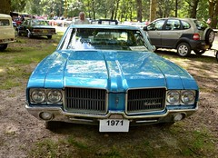 1971 Oldsmobile cutlass supreme holiday sedan hardtop (pontfire) Tags: 1971 oldsmobile cutlass supreme holiday sedan hardtop americancar 1971oldsmobile oldsmobilecutlass cutlasssupreme holidaysedan bluecar oldsmobilecars sedanhardtop classiccars oldcars antiquecars vieillevoiture voitureancienne voituredecollcetion berlinesansmontants voitureamricaine v8motors car cars auto autos automobili automobile automobiles voiture voitures coche coches carro carros wagen nikon normandie normandy france blue bleu amricaine us usa gm