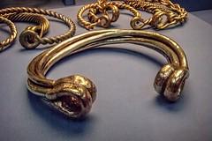 Electrum torc Iron Age 100 BCE (mharrsch) Tags: torc neckring jewelry electrum gold celt lateneiii ironage britain ancient 1stcenturybce britishmuseum london england mharrsch