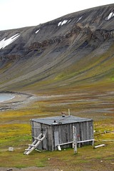 beach hut (nick taz) Tags: beachhut trappershut edgeoya spitsbergen beach
