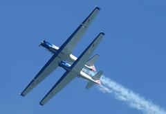 Flying Twins (alex.gan) Tags: motoalianti bluevoltige volare cielo azzurro aeroplani scia fumo allaperto aria esibizione airshow volo diagonale paralleli prospettiva