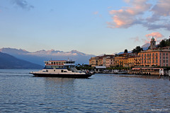 Bellagio (xplorengo) Tags: lombardia italia italie italy itali lake meer como sunset boat boats ferry town