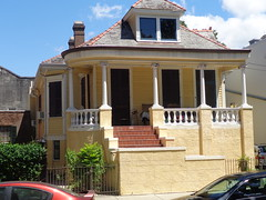 (sftrajan) Tags: house faubourgmarigny neworleans frontporch architecture maison louisiana sonydsch90 2016 themarigny esplanadeavenue 539esplanadeavenue victorian yellow balustrade