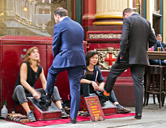 2016 05 24_London_3952_a_clever_business_model_sexy_shoe_shine-1 (tourist with camera) Tags: fokussiert zweigesichter totale hohequalitt leaden market shoe shine girl hall leadenhall