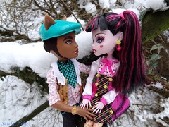 Your eyes and my (Suteki_Neko) Tags: snow love look garden eyes doll date valentinesday monsterhigh draculaura clawdwolf
