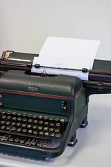 Le dbut de l'histoire (Lylise) Tags: old typewriter writing book roman letters romance livro taper livre typing nouvelle vieux letras crire lettres escrever ancien antigo touches teclas halda machinecrire