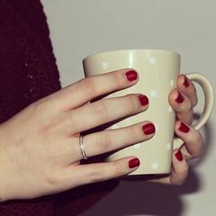 de ma (PaulaMerlos) Tags: morning girl breakfast desayuno taza anillo lunares burdeos naill flickrandroidapp:filter=none