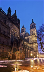 Dom mit Paradiespforte (Prinz Wilbert) Tags: church architecture germany lights europa europe cathedral nacht dom illumination kirche explore magdeburg architektur alemania turm altstadt tyskland nuit allemagne nite notte eglise elbe trme germania alemanha duitsland ostdeutschland centraleurope norddeutschland bauten blauestunde mitteleuropa beleuchtet domplatz saxonyanhalt sachsenanhalt  alemanya almanya niemcy saksa explored nmetorszg magdeburger nmecko   c   ostfalen saintscatherineandmaurice vcija nordostdeutschland ostfalia  nordansicht paradiespforte ynghermaan meideborg