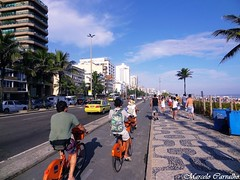 Ipanema_Rio de Janeiro (FM Carvalho) Tags: brazil bike bicycle rio brasil riodejaneiro shot sony cybershot bicicleta sonycybershot cyber ipanema brsil hx9v sonyhx9v