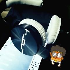 | แหกกฏการฟังแบบเดิม ๆ ด้วย @SOLREPUBLIC ULTRA V12 เด่นด้วยดีไซด์ ก้านหูฟังถูกออกแบบมาให้รองรับการหักงอ สำคัญแยกเบสเยี่ยม #อีกหนึ่งเครื่องมือประกอบอาชิพ #SOL #musicstyle #อุบล http://4sq.com/ZBlbKZ