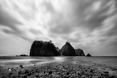 The Three Rock Island (arcreyes [-ratamahatta-]) Tags: longexposure japan spring day cloudy lowtide shizuoka izu westizu nishiizu shizuokaprefecture 2013 sanshirou kamodistrict arcreyes