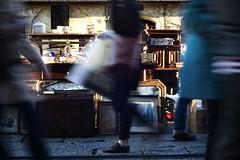 (Sotto Scatto) Tags: street people motion blur milan shop shopping painting shoes strada legs market furniture milano streetphotography blurred running quadro run persone motionblur rush movimento bags hurry mercato antiquariato fleamarket lombardia scarpe corsa borse naviglio buste gambe antiquity quadri mosso antiquities acquisti fretta mobili compere alzaia acquistare effettomosso