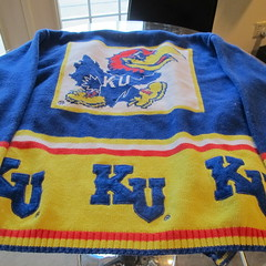 Vintage KU sweater give away at Orchard Corners Apartments (Orchard Corners) Tags: house rock vintage campus chalk lawrence sweater student university apartments close ks rental orchard ku ugly kansas housing rent jayhawk corners