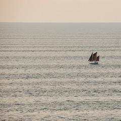 Solo en la inmensidad del ocano (Romulo fotos) Tags: ecuador pacifico oceano velero romulomoyaperalta ecuatorialcarlzeiss