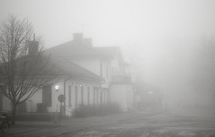 Hemlig (EvasSvammel) Tags: fog secret sala trainstation nebbia dimma segreto hemlig stationshus 365foton